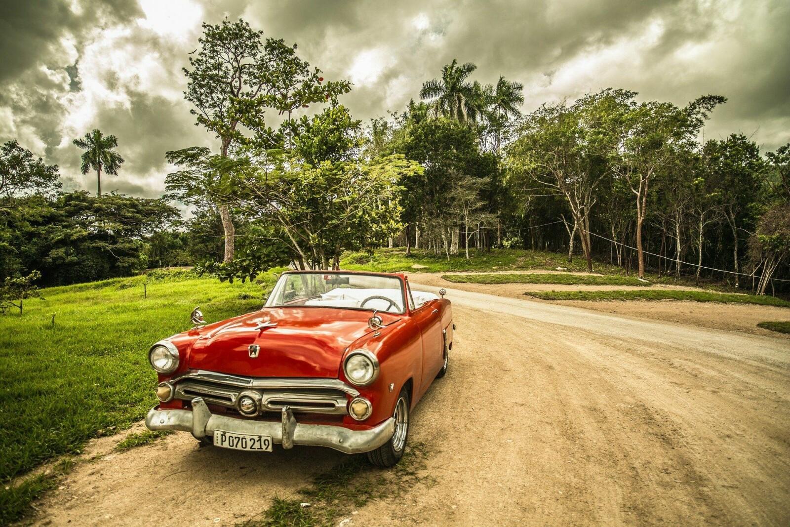 Foto fra pixabay, og bil