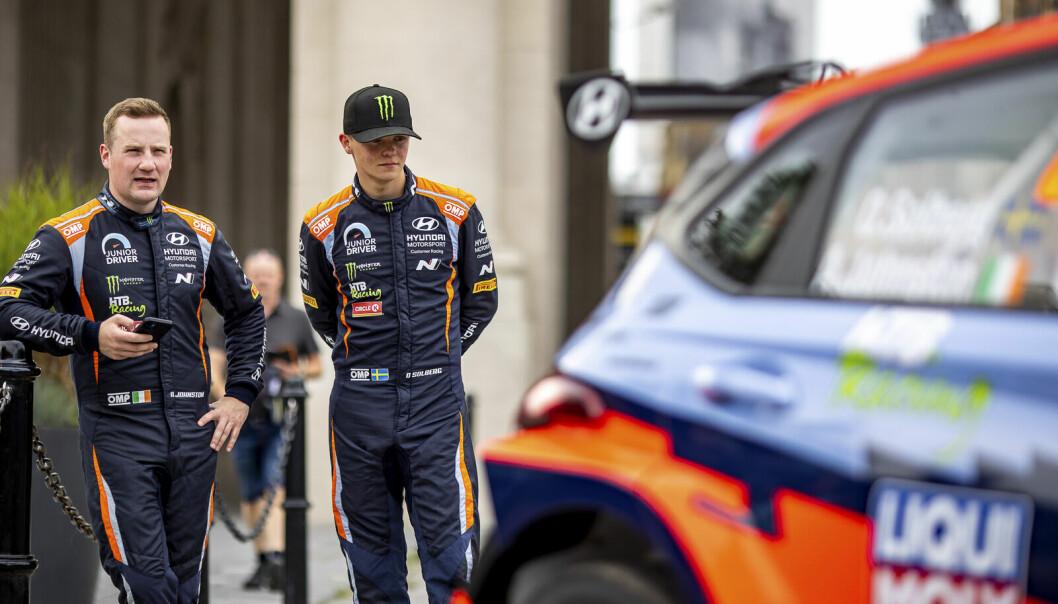 Oliver Solberg og Aaron Johnston i forkant av Ypres Rally Belgia i deres nye Hyundai i20 N Rally 2.